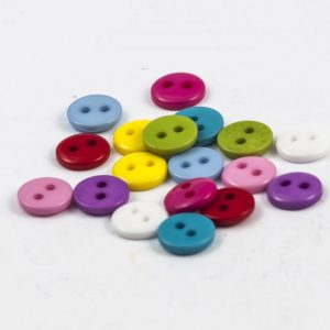Egyszínű műanyag gombok